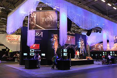 Павильон TERA на выставке Gamescom 2010 (фото с Facebook европейского сайта)